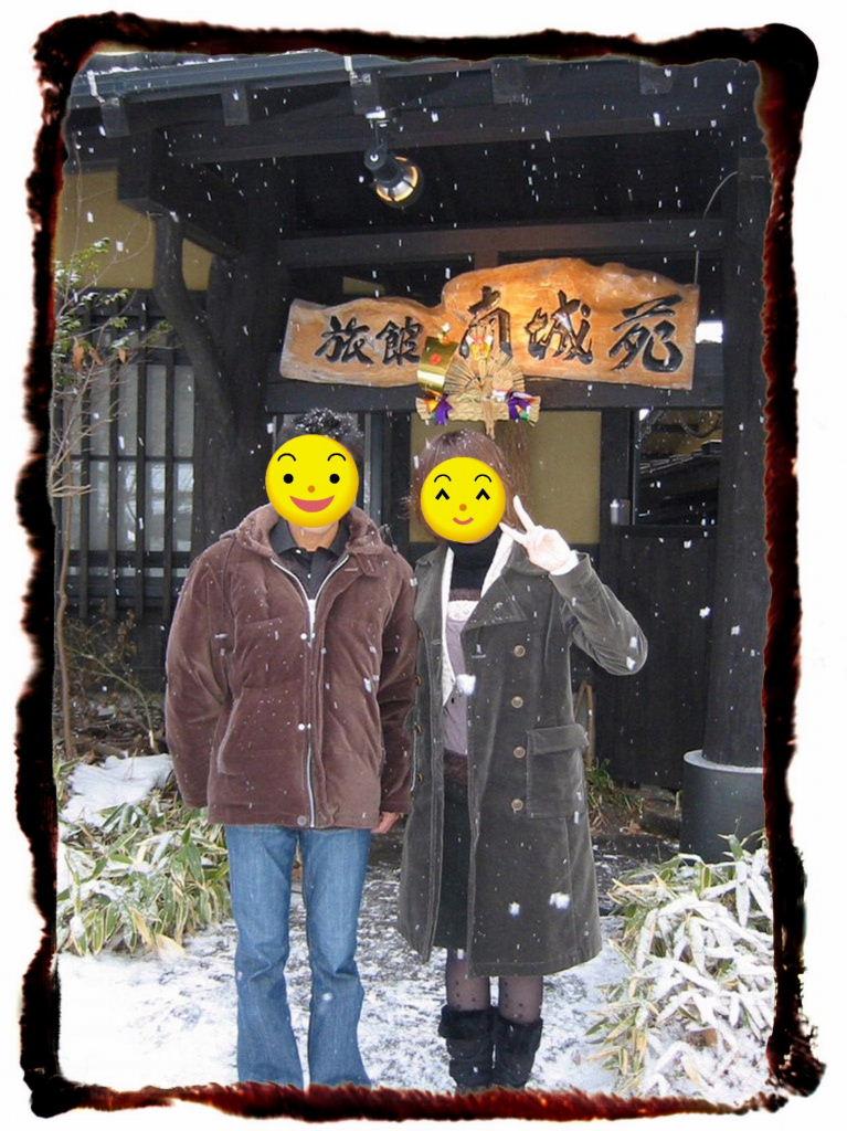 雪降る宿前.jpg